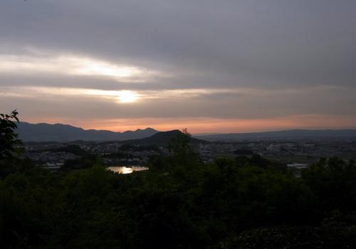 甘樫丘ため池映る夕日1104.jpg